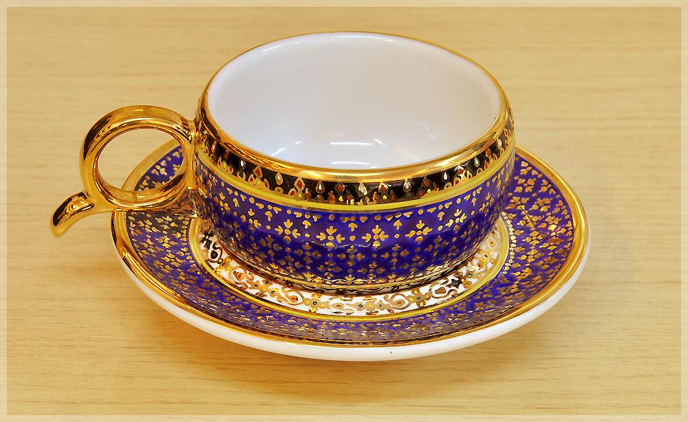 แก้วกาแฟเบญจรงค์ ทรงหูกรรไกร ลายพิกุลทอง ของขวัญ ของฝากที่ระลึก