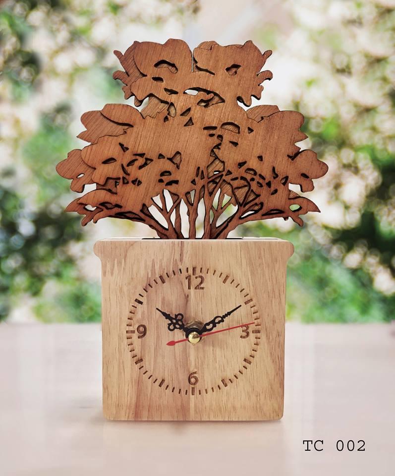 ของตกแต่งสวยงาม ของตกแต่งบ้านกับ กล่องไม้นาฬิกา ลายฉลุต้นไม้ใหญ่