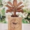 นาฬิกาในกล่องไม้ เป็นงานหัตศิลป์ เหมาะสำหรับเป็นของฝากที่ระลึก