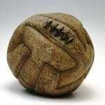 ลูกกลมๆมีลมอยู่ข้างใน มันก็ไอ้ลูกฟุตบอลนั่นแหละ ใครที่หนวยก็รู้จัก แต่มันมีความหมายเท่านั้นจริงหรือ และที่ว่ารู้จักน่ะ แค่ไหน อย่างไร