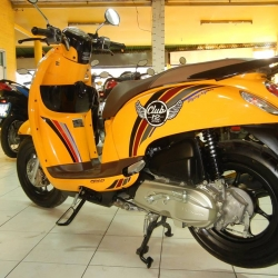 Rental Honda Scoopy Club 12 110cc Auto