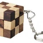 พวงกุญแจเกมส์เต๋างู โทนสีเข้ม ของเล่นไม้ ของที่ระลึก ของสะสม